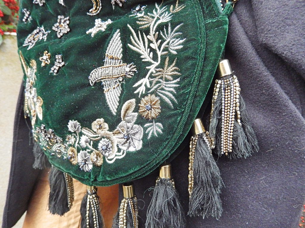 dark-green-velvet-purse